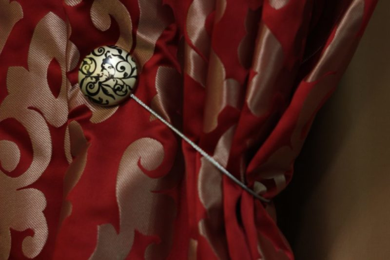 Как украсить шторы своими руками: фото варианты